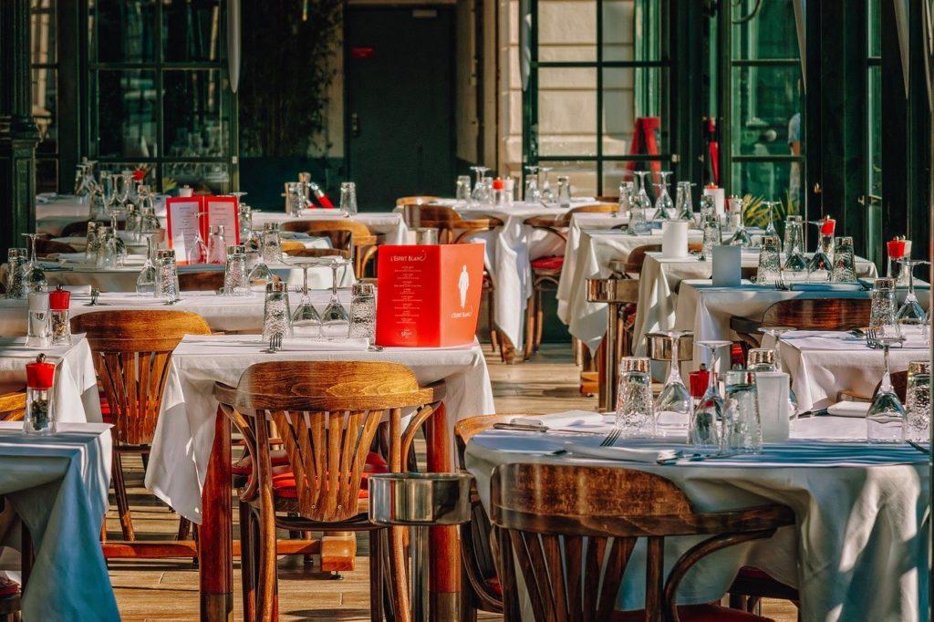 Mâncarea, servirea și locația sunt foarte importante pentru a avea o experiență culinară plăcută